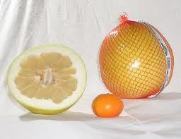Pomelo u poređenju sa mandarinom